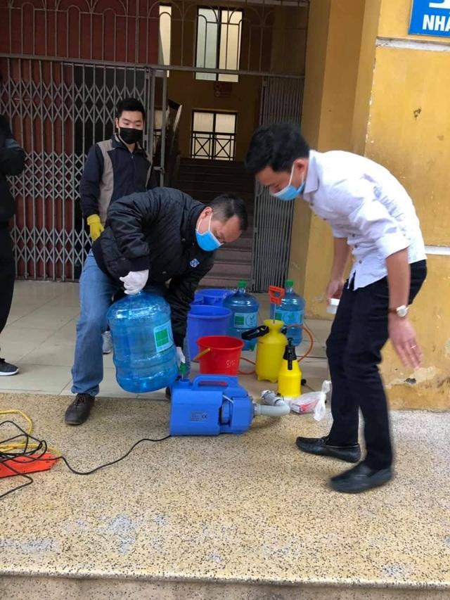Nhiều trường ở Hà Nội chủ động phun khử khuẩn đảm bảo an toàn cho học sinh - Ảnh 6.