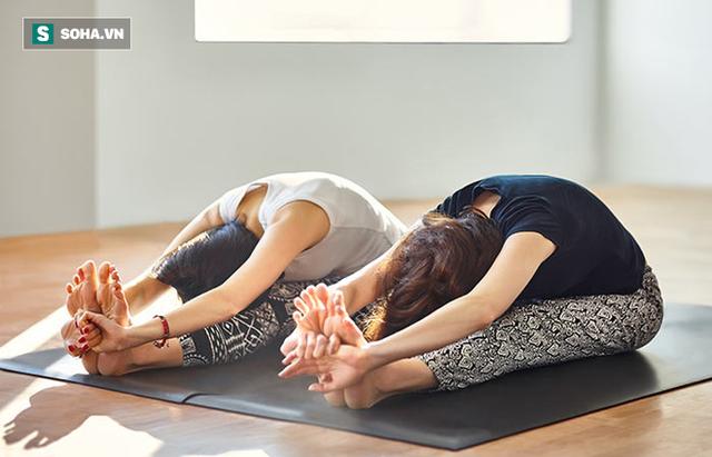 9 tư thế yoga tăng cơ hội thụ thai cho bạn - Ảnh 2.