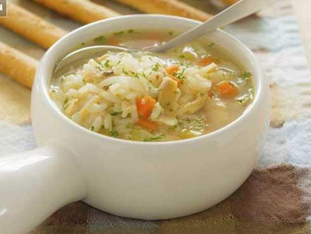 Sai lầm trong bữa cơm gây hại sức khỏe nhiều người Việt đang mắc - Ảnh 4.