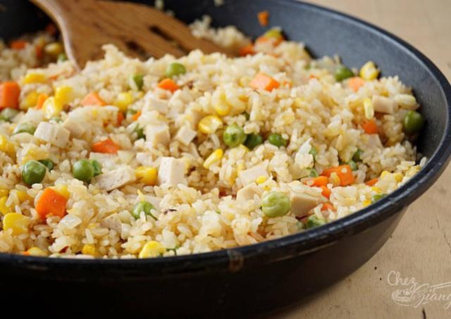 Sai lầm trong bữa cơm gây hại sức khỏe nhiều người Việt đang mắc - Ảnh 2.