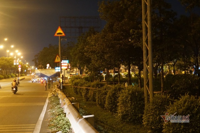 Phát hiện thi thể cháy đen dưới cầu vượt ở Sài Gòn - Ảnh 1.