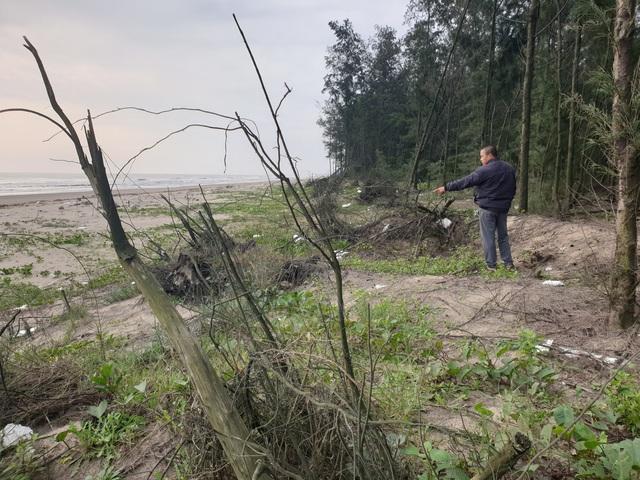 """Huyện Nghi Xuân, Hà Tĩnh: Thường trực nguy cơ biển """"nuốt"""" mất làng - Ảnh 1."""