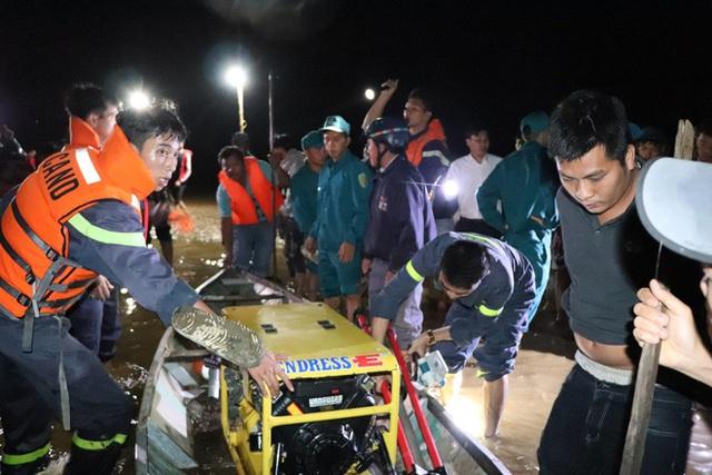 Lật ghe ở Quảng Nam làm 6 người mất tích - Ảnh 1.