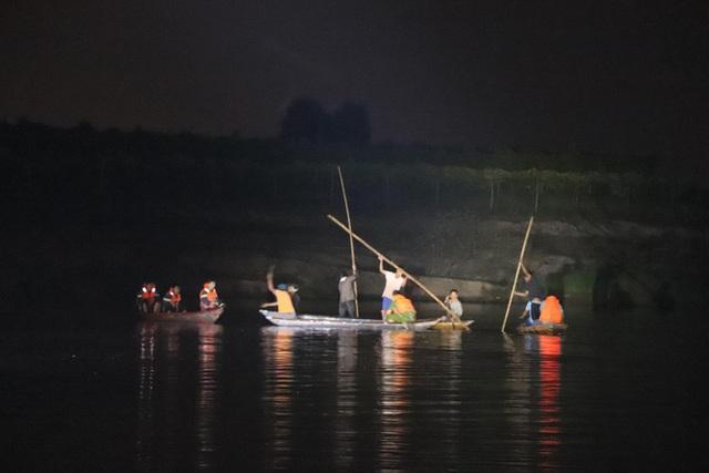 Lật ghe ở Quảng Nam làm 6 người mất tích - Ảnh 2.