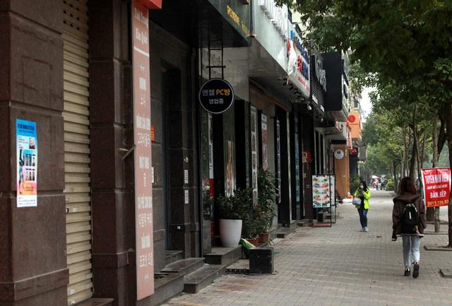 Chùm ảnh: Phố Tây đông đúc, phố Hàn vắng vẻ mùa dịch COVID-19 - Ảnh 13.