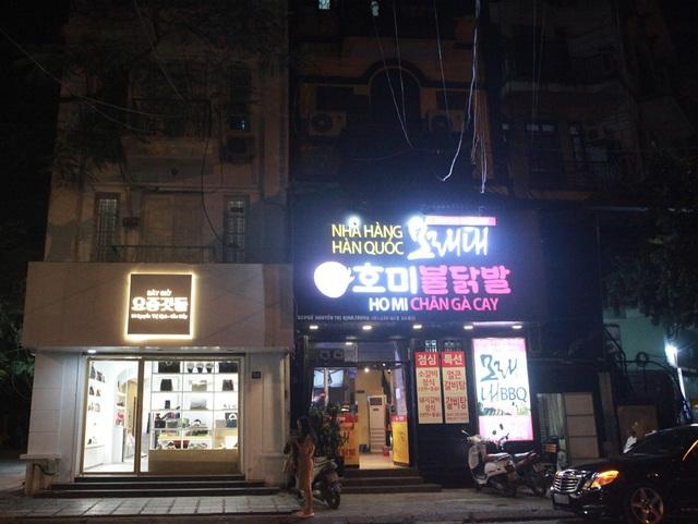 Chùm ảnh: Phố Tây đông đúc, phố Hàn vắng vẻ mùa dịch COVID-19 - Ảnh 14.