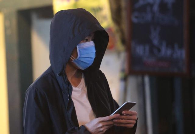 Chùm ảnh: Phố Tây đông đúc, phố Hàn vắng vẻ mùa dịch COVID-19 - Ảnh 11.