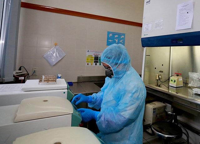 Bệnh nhân COVID-19 mới phát hiện là người đàn ông 43 tuổi vừa về nước - Ảnh 2.