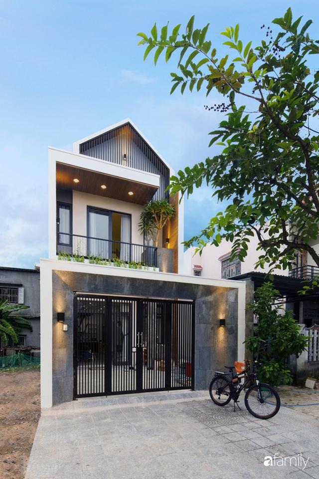 Nhà phố 2 tầng được thiết kế ấn tượng với khoảng thông tầng nhiều ánh sáng ở Đà Nẵng - Ảnh 2.