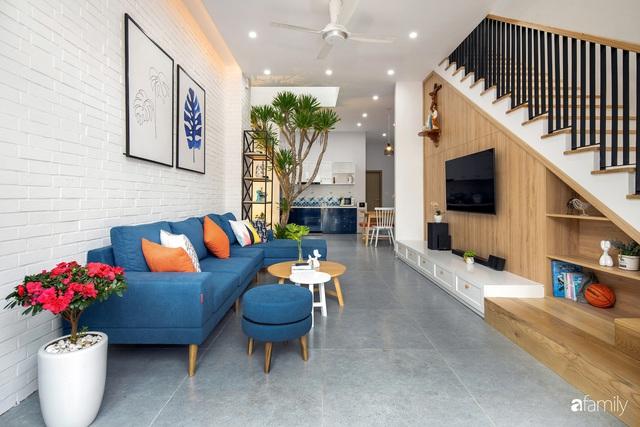Nhà phố 2 tầng được thiết kế ấn tượng với khoảng thông tầng nhiều ánh sáng ở Đà Nẵng - Ảnh 4.