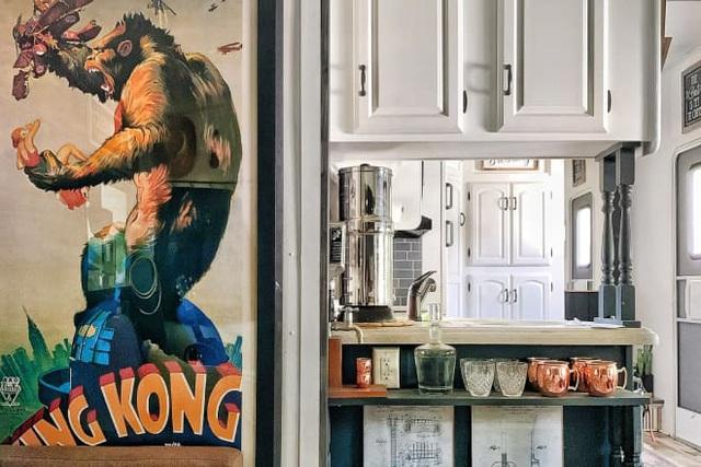 Nhà nhỏ 27.8m² siêu ấn tượng của cặp vợ chồng trẻ và 3 chú chó khiến ai cũng thích  - Ảnh 2.