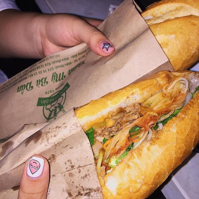 7 địa chỉ bánh mì nổi tiếng không thể bỏ qua ở Hà Nội - Ảnh 10.