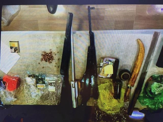 Gần 100 cảnh sát vây ráp đối tượng tàng trữ ma túy cùng hàng nóng - Ảnh 3.