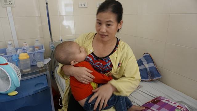 Thêm sự sẻ chia đến với cháu bé ung thư hạch - Ảnh 2.