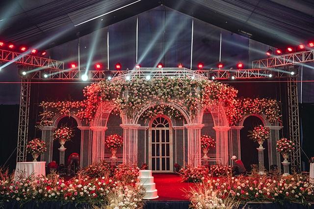 Lâu đài lộng lẫy như bước ra từ truyện cổ tích trong không gian tiệc cưới của Duy Mạnh - Ảnh 5.