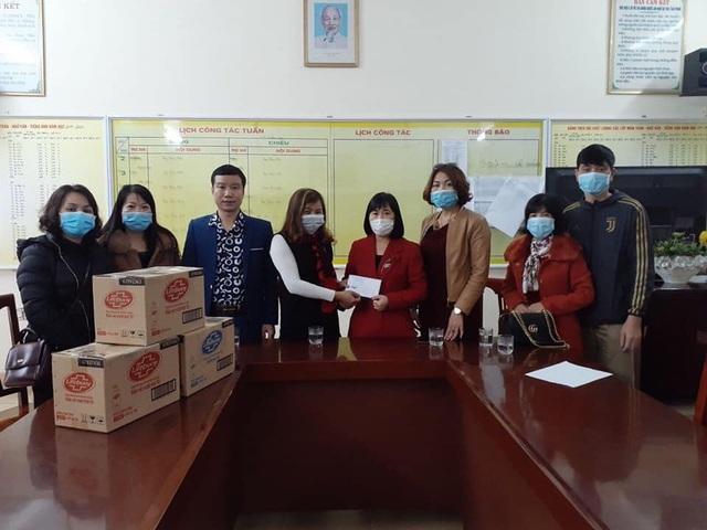 Phụ huynh Hải Phòng góp tiền mua khẩu trang, nước rửa tay giúp trường - Ảnh 2.
