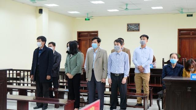 Đang xét xử 5 cán bộ thanh tra Thanh Hóa  nhận 594 triệu đồng để bỏ qua sai phạm - Ảnh 2.