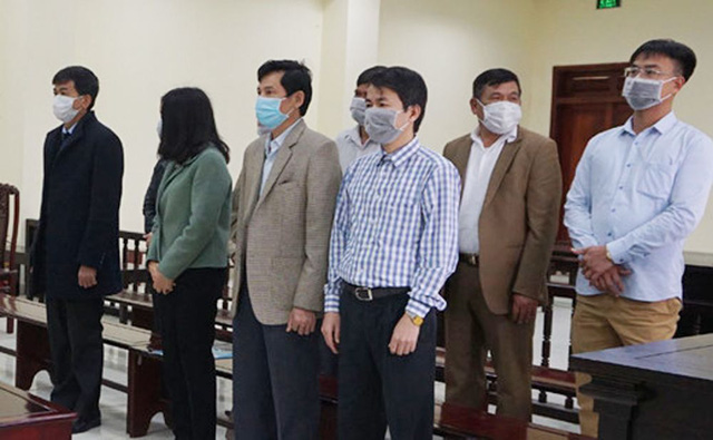 Tuyên án 5 cựu thanh tra tỉnh Thanh Hóa nhận hối lộ - Ảnh 1.