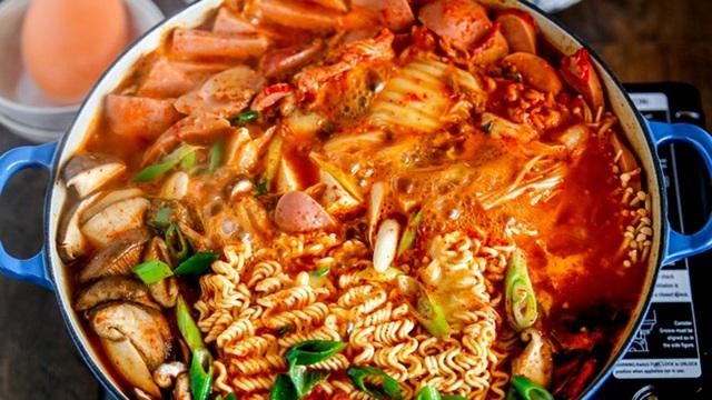4 nhóm thực phẩm hấp dẫn nhưng tuyệt đối không ăn khi bị viêm họng - Ảnh 3.