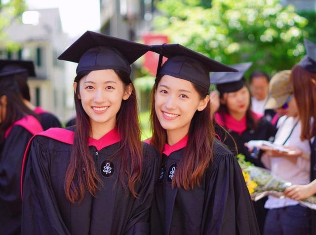 Cặp song sinh cùng tốt nghiệp Harvard, trở thành MC truyền hình - Ảnh 1.