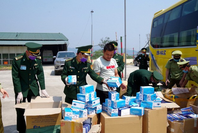 Vận chuyển 30 nghìn chiếc khẩu trang trái phép sang Lào - Ảnh 2.