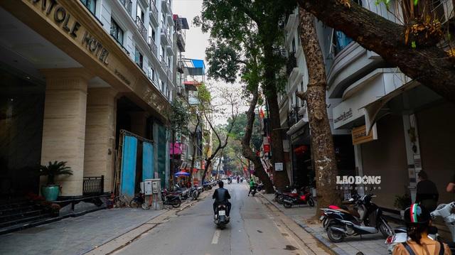 Cận cảnh tuyến đường vàng, đắt đỏ nhất Hà Nội - Ảnh 5.