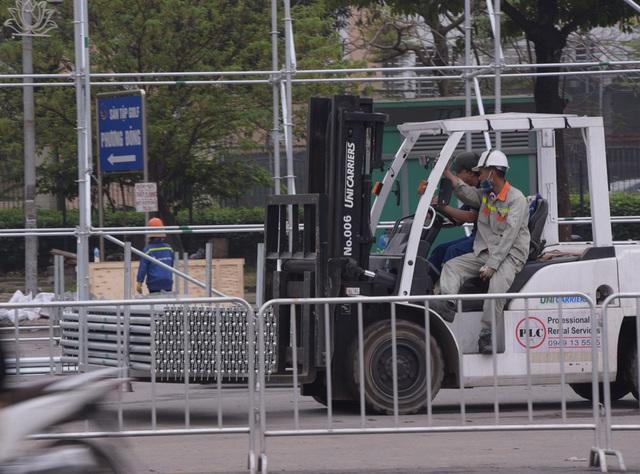 Hoãn chặng đua F1, nhiều khu vực khán đài được tạm tháo dỡ - Ảnh 6.