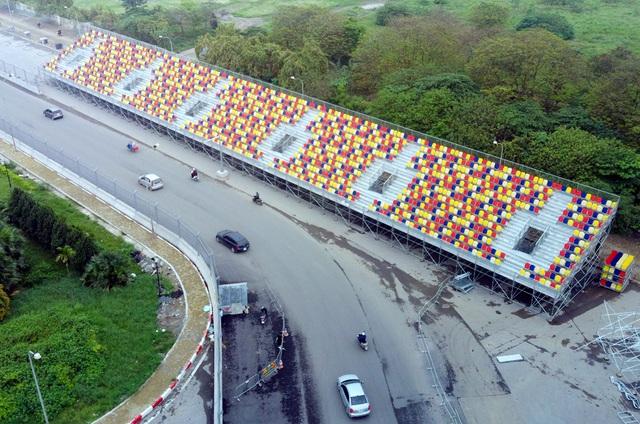Hoãn chặng đua F1, nhiều khu vực khán đài được tạm tháo dỡ - Ảnh 4.