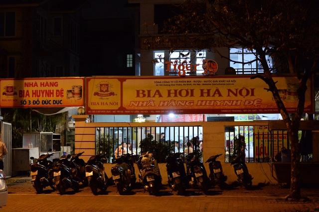 """Hà Nội có người nhiễm COVID-19 cao nhất cả nước, nhiều quán bia vẫn mở cửa bất chấp """"lệnh cấm"""" - Ảnh 11."""