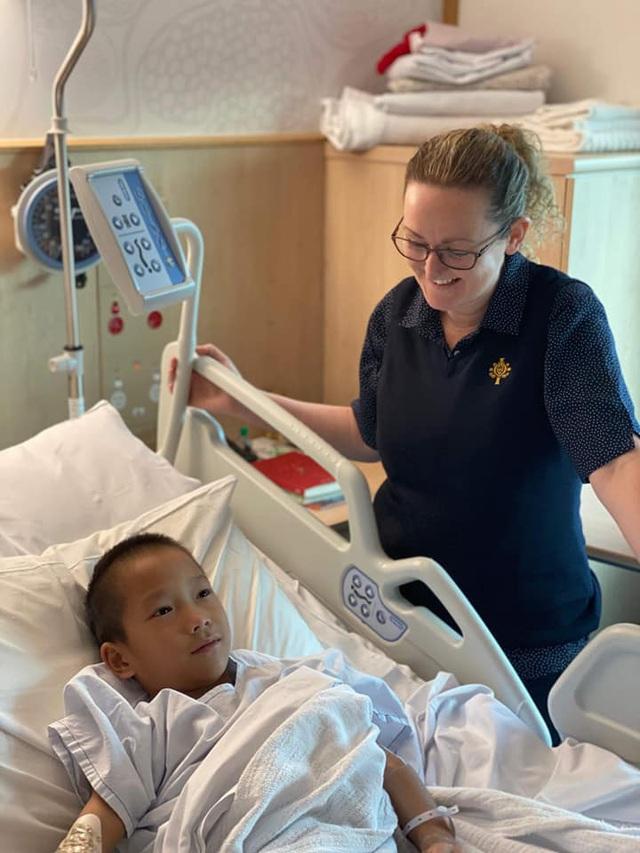 Cậu bé nghèo với đôi chân khoèo ở vùng cao đã đạp được xe sau khi được sáng Úc chữa trị - Ảnh 4.