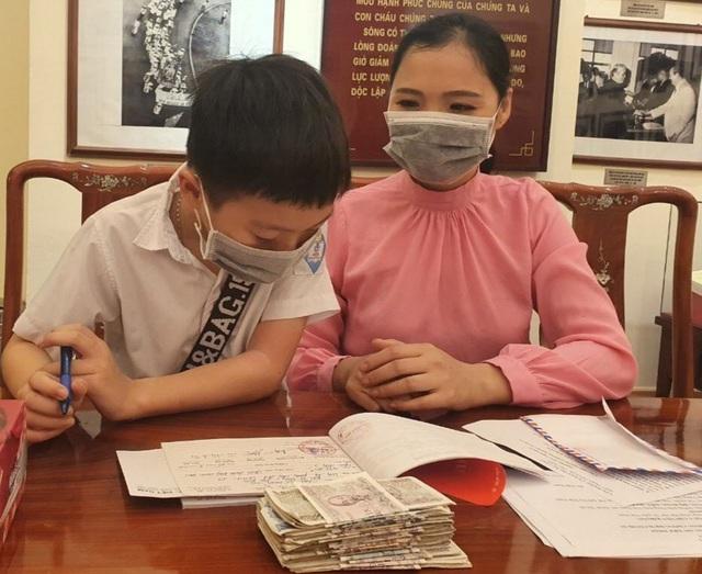 Bé 8 tuổi ủng hộ hết tiền tiết kiệm để các bác Chính phủ chống dịch - Ảnh 2.