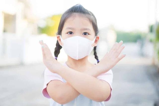 Bác sĩ Nhi giải đáp một loạt thắc mắc cho cha mẹ về việc chăm con trong mùa dịch COVID-19 - Ảnh 2.