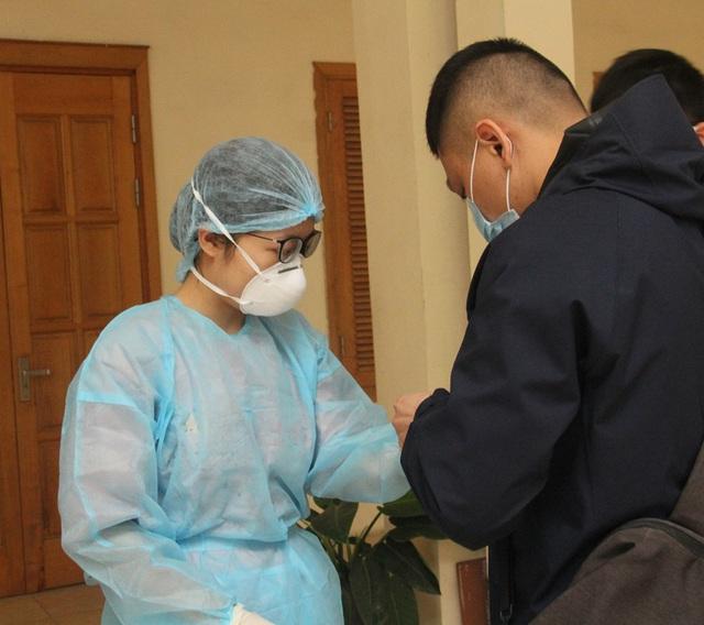 Cận cảnh 10 trạm xét nghiệm COVID-19 dã chiến tại Hà Nội vừa triển khai - Ảnh 12.