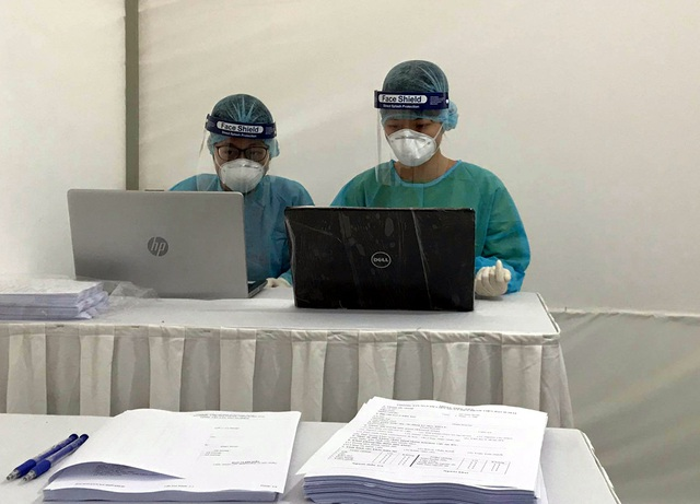 Cận cảnh 10 trạm xét nghiệm COVID-19 dã chiến tại Hà Nội vừa triển khai - Ảnh 3.