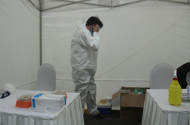 Cận cảnh 10 trạm xét nghiệm COVID-19 dã chiến tại Hà Nội vừa triển khai - Ảnh 8.