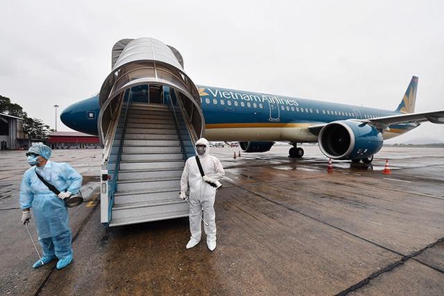 Hành khách Nhật nhiễm COVID-19 đi trên chuyến bay của Vietnam Airlines - Ảnh 2.