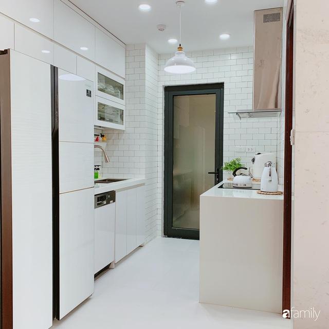 Căn hộ 90m² như được nhân đôi không gian nhờ cách decor khéo léo với sắc trắng ở Hà Nội - Ảnh 11.