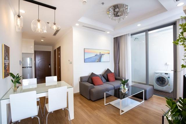 Căn hộ 64m² đầy lôi cuốn nhờ cách lựa chọn đồ đạc thông minh và view ngắm hoàng hôn ở Hà Nội - Ảnh 3.