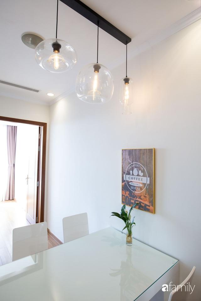 Căn hộ 64m² đầy lôi cuốn nhờ cách lựa chọn đồ đạc thông minh và view ngắm hoàng hôn ở Hà Nội - Ảnh 12.
