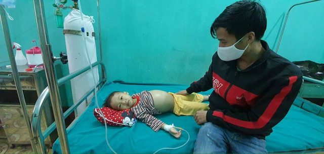 Xót xa cháu bé 5 tuổi bụng to như trống vì căn bệnh hiểm nghèo - Ảnh 2.