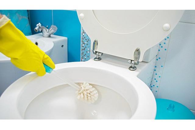 Nhà vệ sinh một tuần vẫn thơm tho nhờ mẹo nhỏ ít người biết - Ảnh 3.