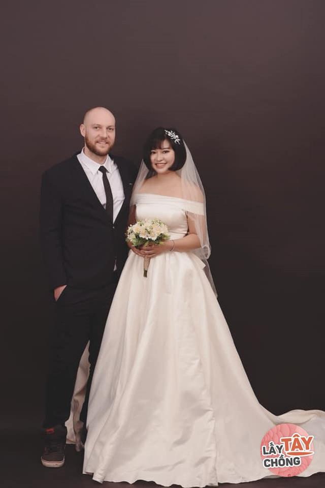 9X Việt cưới chồng Úc, bố mẹ đẻ ăn mừng, bố mẹ chồng lại khóc hết nước mắt - Ảnh 6.
