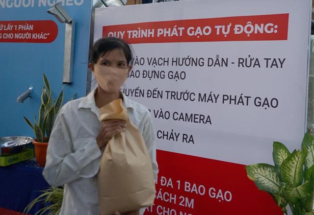 Các cây ATM gạo ở Sài Gòn... bị ế vì vắng khách - Ảnh 12.