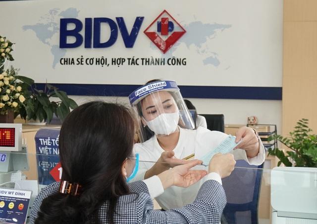 Gói tài khoản Song hành của BIDV: Miễn nhiều loại phí cho người mất việc vì Covid-19 - Ảnh 1.