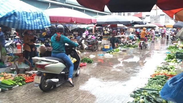 Dừng họp chợ ở Hải Dương: Nơi vẫn bán, chỗ không bóng người - Ảnh 6.