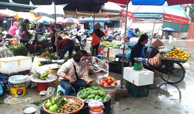 Dừng họp chợ ở Hải Dương: Nơi vẫn bán, chỗ không bóng người - Ảnh 8.