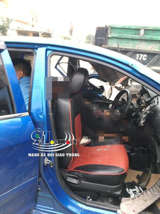 Ô tô con tông lật xe 3 bánh chở sắt, nhiều người bị thương nặng, hiện trường vụ tai nạn khiến nhiều người ám ảnh - Ảnh 6.