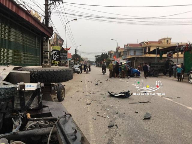 Ô tô con tông lật xe 3 bánh chở sắt, nhiều người bị thương nặng, hiện trường vụ tai nạn khiến nhiều người ám ảnh - Ảnh 7.