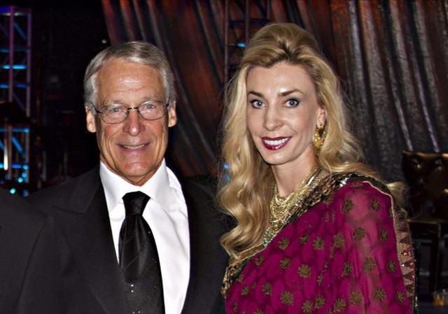Vợ và bạn gái của 10 tỷ phú giàu nhất thế giới - Ảnh 9.