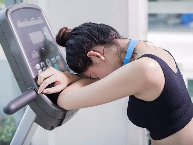 Dừng tập thể dục ngay khi thấy 9 dấu hiệu này, kẻo lợi không bằng hại - Ảnh 2.